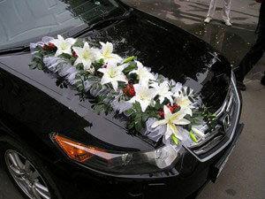 Украшения для свадебного такси